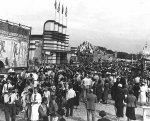 Packing them in...1940's R A S midway.jpg