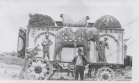 The 'India' tableau wagon when it was almost new on the Sells Floto Circus..1915.JPG