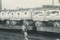 Terrel Jackobs cat wagons on the Hagenbeck Wallace..1934.JPG